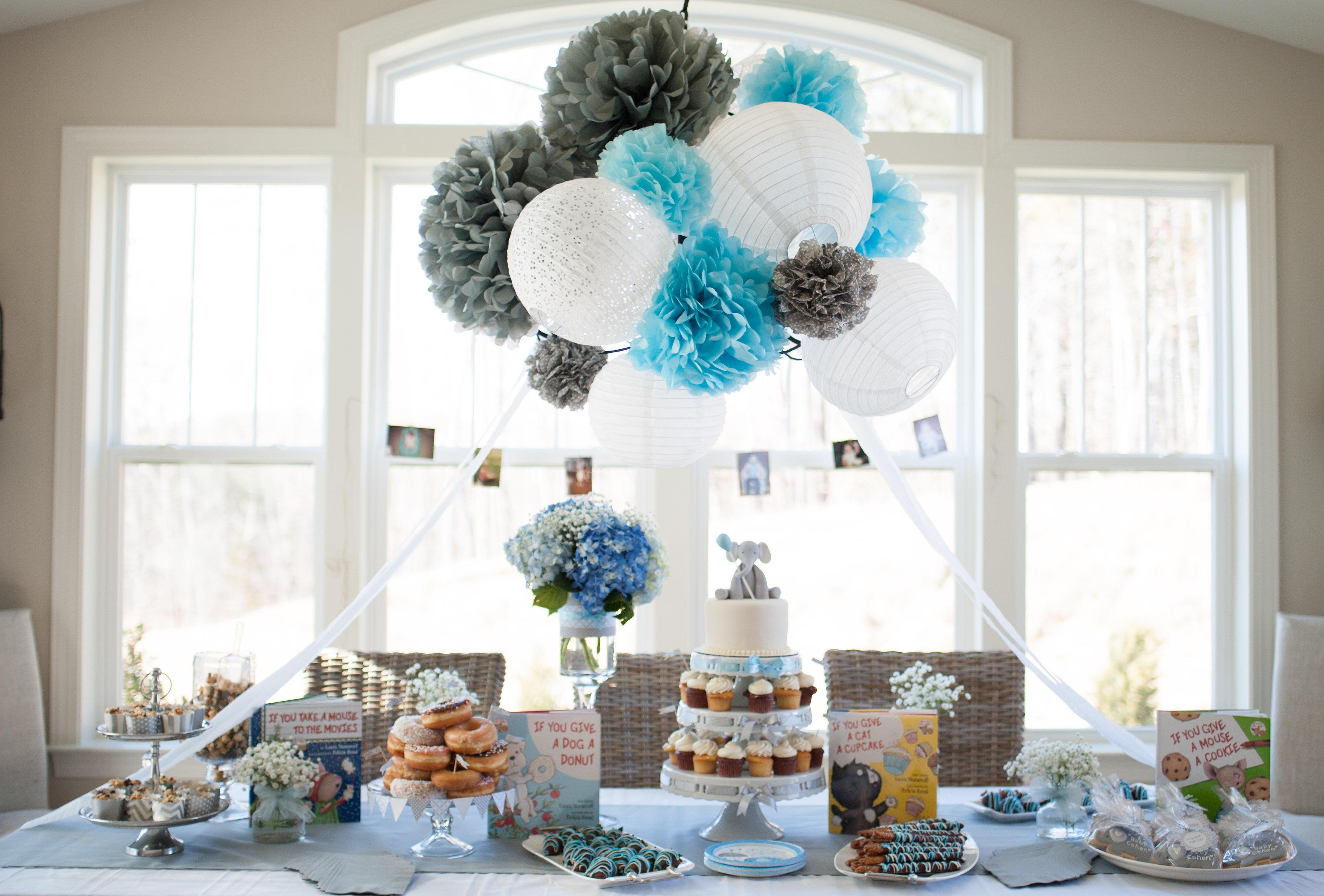 baby shower gar on une d co tout en bleu. Black Bedroom Furniture Sets. Home Design Ideas