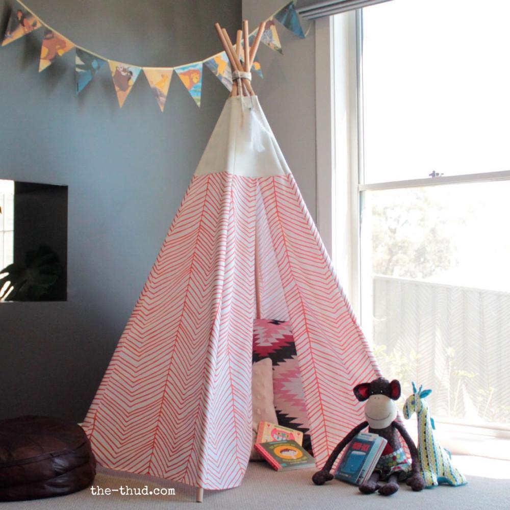 r aliser un tipi pour les enfants en 8 tapes club mamans. Black Bedroom Furniture Sets. Home Design Ideas
