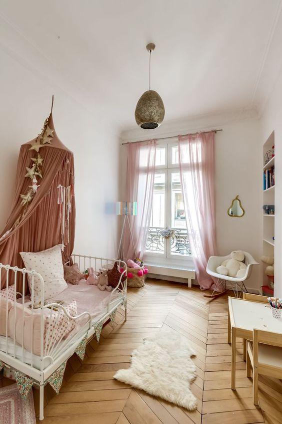 shop the room chambre fille boh me romantique club mamans. Black Bedroom Furniture Sets. Home Design Ideas