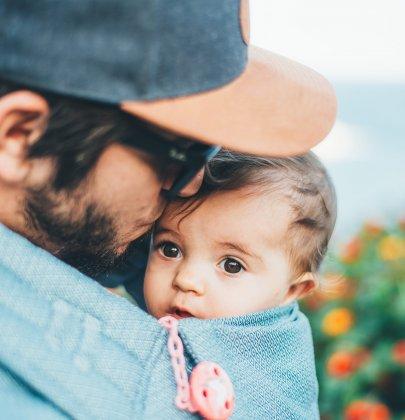 Portage bébé : l'écharpe qui nous sauve la vie