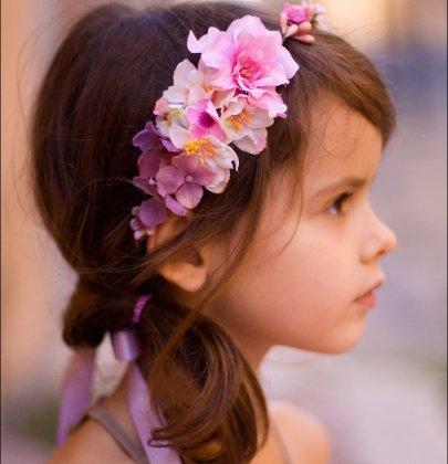 Coiffure mariage pour petite filles : 8 idées pour s'inspirer !