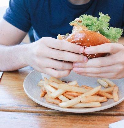 Par quoi remplacer la mayo ? Petit point sur les alternatives aux aliments « mauvais ».