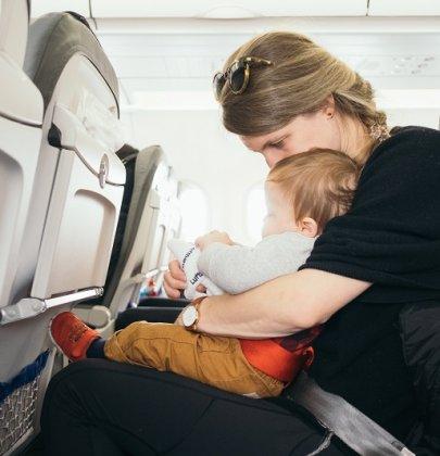 L'avion avec bébé, tout une organisation !