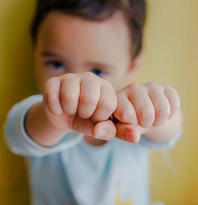 Mon enfant a le droit de taper si on le tape.
